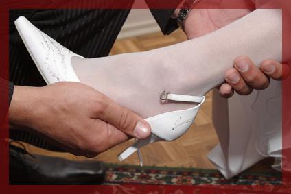Hochzeitsspiele Bein anfassen und erkennen